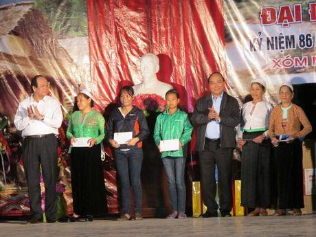 Thu tuong Nguyen Xuan Phuc du Ngay Hoi Dai doan ket toan dan toc - Anh 1