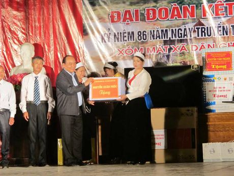 Thu tuong Nguyen Xuan Phuc du Ngay Hoi Dai doan ket toan dan toc - Anh 2