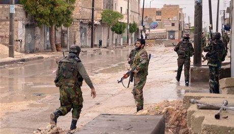 Quan doi Syria tan cong quan then chot tren huong Tay Nam thanh pho Aleppo - Anh 1