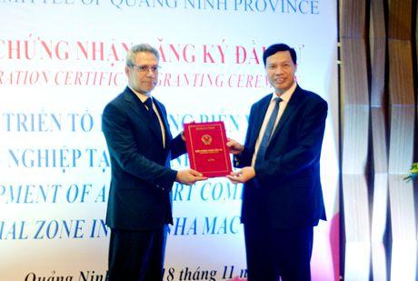 Quang Ninh trao Giay chung nhan dau tu du an gan 7000 ty dong - Anh 1