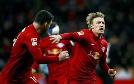 Doi moi thang hang vuot mat Bayern, len dinh Bundesliga - Anh 1