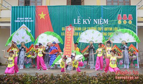 Truong Ban Tuyen giao Tinh uy chuc mung truong THPT Quynh Luu 1 - Anh 7