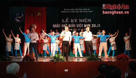 Truong Cao dang Van hoa Nghe thuat ky niem Ngay nha giao Viet Nam - Anh 1