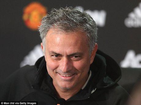 HLV Jose Mourinho trach truyen thong Anh khong ton trong minh - Anh 1