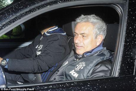 HLV Jose Mourinho trach truyen thong Anh khong ton trong minh - Anh 2