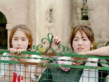 Nu y ta trong 'Hau due mat troi' suyt bo vai vi Song Hye Kyo - Anh 1