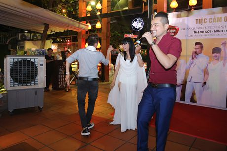 Quan quan 'Tuyet dinh song ca' bo nghe hat lo to de chay show cung Mr Dam - Anh 3