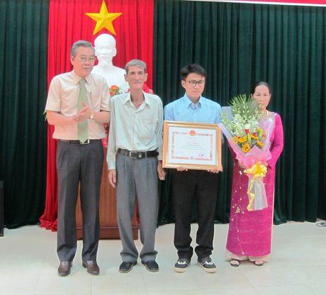 Vinh danh chang trai Ninh Thuan co tri nho sieu pham lap 4 ky luc the gioi - Anh 2