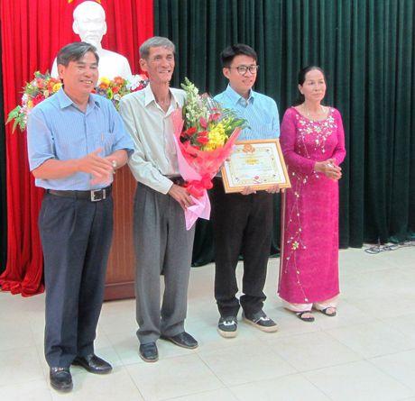 Vinh danh chang trai Ninh Thuan co tri nho sieu pham lap 4 ky luc the gioi - Anh 3