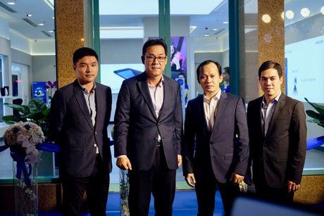 Samsung va Mai Nguyen mo cua hang o trung tam dac dia cua Sai Gon - Anh 2