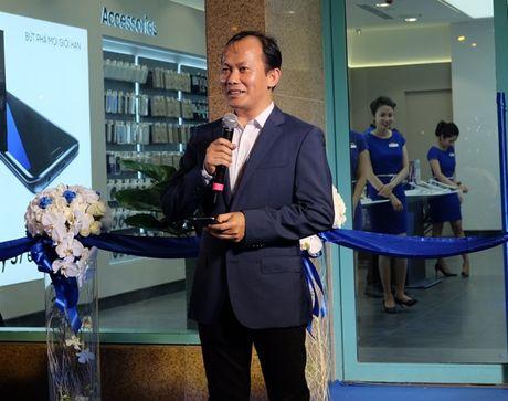 Samsung va Mai Nguyen mo cua hang o trung tam dac dia cua Sai Gon - Anh 3