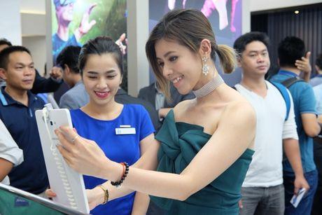 Samsung va Mai Nguyen mo cua hang o trung tam dac dia cua Sai Gon - Anh 5