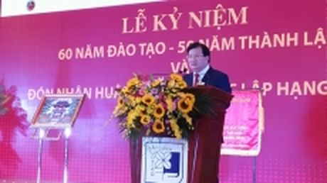 Truong dai hoc Xay dung don nhan Huan chuong Doc lap hang nhat - Anh 1