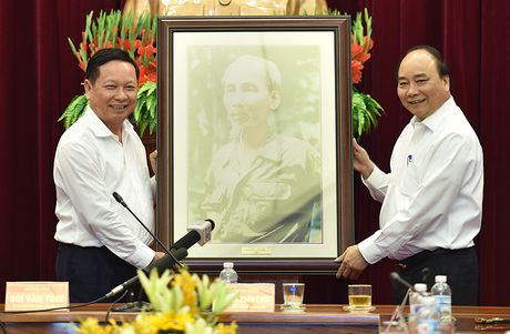Thu tuong mong muon tinh Hoa Binh phai chuyen dong manh me - Anh 3
