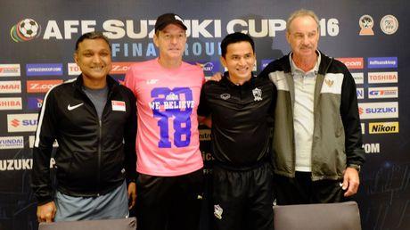 HLV Riedl mong khong thua Thai Lan o tran khai mac - Anh 1