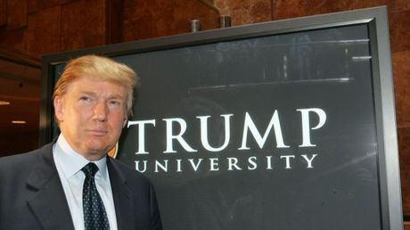 Donald Trump chap nhan boi thuong vu kien Dai hoc Trump - Anh 1