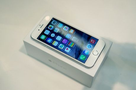 Ve gia 6-7 trieu, iPhone 6 thanh hang pho thong - Anh 1