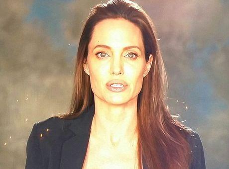Angelina Jolie hoc hac xuat hien sau ly hon - Anh 1