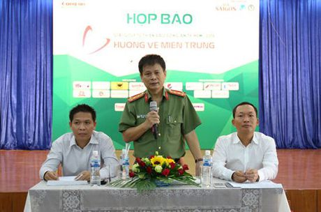 Hon 5 ty cho giai golf Huong ve mien Trung - Anh 1