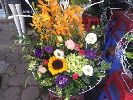 Thi truong 20/11: Mot lang hoa 2 trieu ruoi, cam khong kip de ban - Anh 1