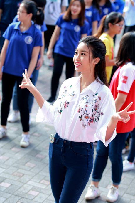 Hoa hau My Linh: 'Em van la co hoc tro nho cua cac thay co' - Anh 2