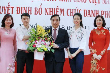 Hoa hau My Linh: 'Em van la co hoc tro nho cua cac thay co' - Anh 3