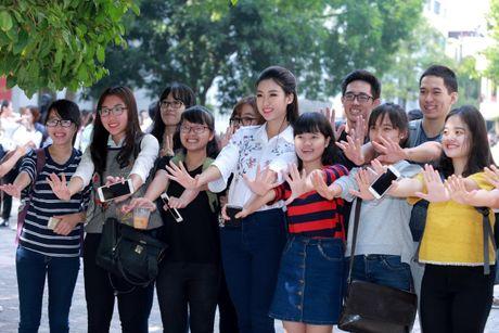 Hoa hau My Linh: 'Em van la co hoc tro nho cua cac thay co' - Anh 4