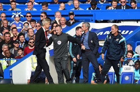 Mourinho lai da xoay Wenger: 'Danh hieu gan nhat cua toi cach day 18 thang, khong phai 18 nam' - Anh 1