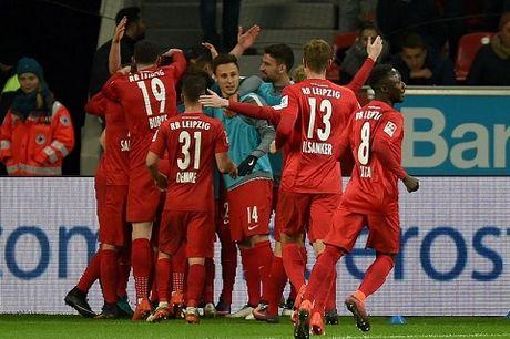 Doi bi ghet nhat Bundesliga lap ky luc, tam soan ngoi dau cua Bayern - Anh 2