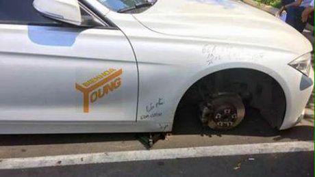 Xe BMW mat banh trong benh vien: Tai dau xe sai? - Anh 1