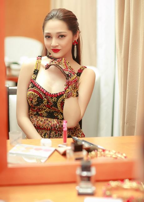 'Dung hinh' voi ban gai ngay cang nong bong cua Ho Quang Hieu - Anh 16