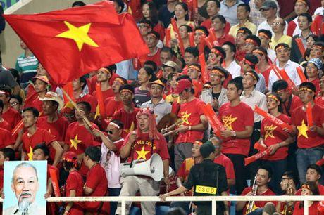 Gan 1.000 CDV Viet Nam 'tiep lua' cho thay tro HLV Huu Thang - Anh 1