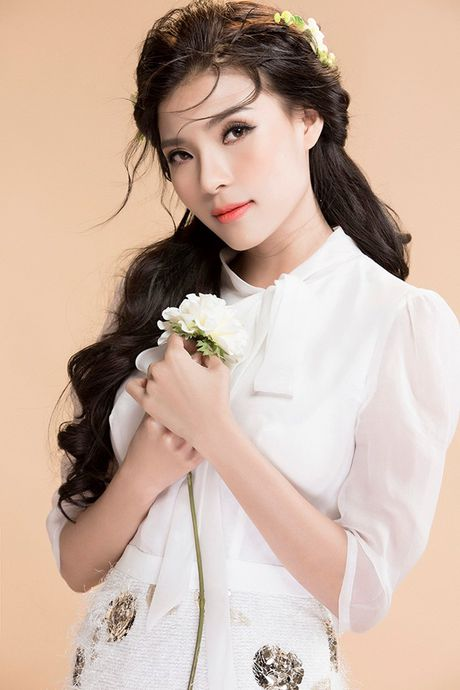Thuy Diem ngay cang sexy voi tong pastel ngay gio - Anh 8