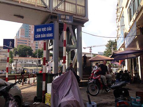 Cho coc bua vay cau bo hanh giua Thu do - Anh 2