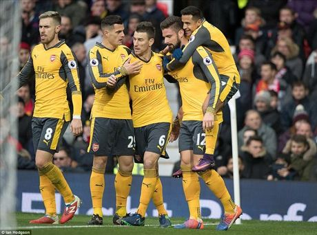 Man United 1-1 Arsenal: Nguoi tinh chiu troi tinh - Anh 2