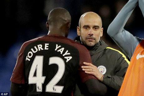 Bat ngo ra san va toa sang, Yaya Toure duoc Pep Guardiola khen het loi - Anh 2