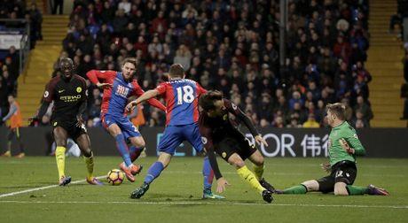 Yaya Toure giup Guardiola thoat hiem o Selhurst Park - Anh 10