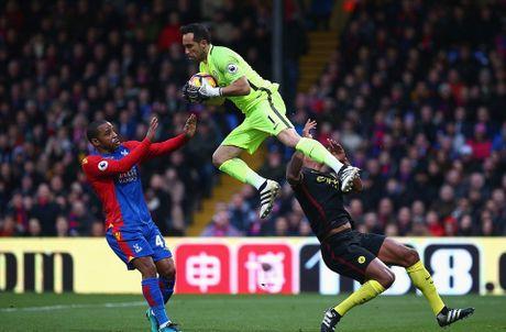 Yaya Toure giup Guardiola thoat hiem o Selhurst Park - Anh 2