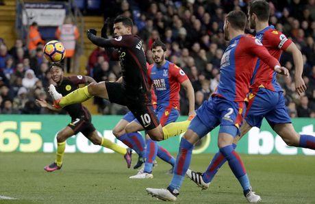 Yaya Toure giup Guardiola thoat hiem o Selhurst Park - Anh 3