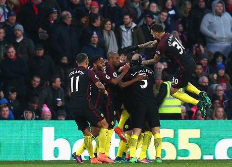 Yaya Toure giup Guardiola thoat hiem o Selhurst Park - Anh 6