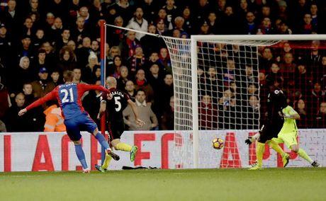 Yaya Toure giup Guardiola thoat hiem o Selhurst Park - Anh 8