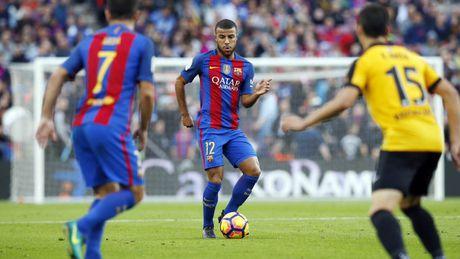Neymar bat luc, Barca khong the thang 9 nguoi Malaga trong ngay vang Suarez va Messi - Anh 1