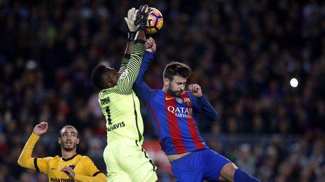 Neymar bat luc, Barca khong the thang 9 nguoi Malaga trong ngay vang Suarez va Messi - Anh 3
