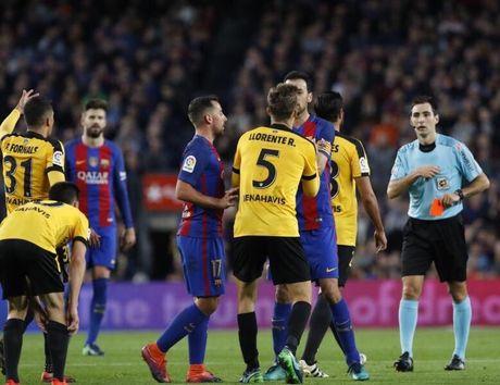 Neymar bat luc, Barca khong the thang 9 nguoi Malaga trong ngay vang Suarez va Messi - Anh 9