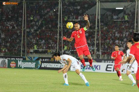 Bi BTC AFF Cup 2016 choi kho, CDV Viet Nam vuot kho chien thang - Anh 6