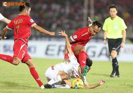 Bi BTC AFF Cup 2016 choi kho, CDV Viet Nam vuot kho chien thang - Anh 7