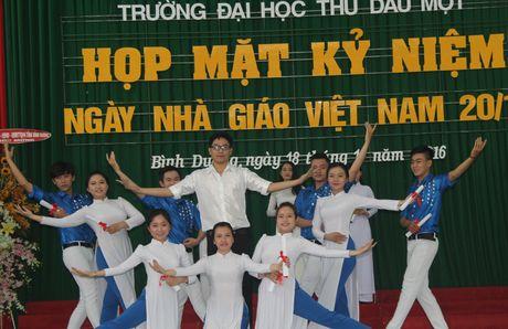 Truong Dai hoc Thu Dau Mot chao mung ngay 20/11 - Anh 1
