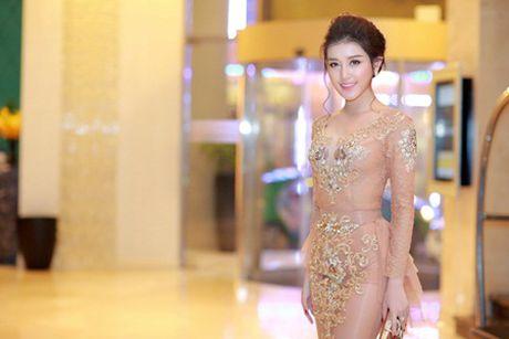 A hau Huyen My mac xuyen thau, goi cam kho cuong - Anh 3