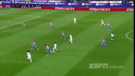 Ronaldo lap hat-trick, nhan chim Atletico Madrid - Anh 1
