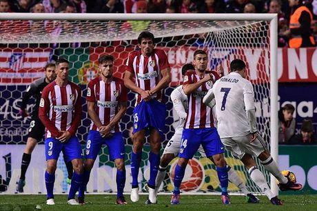 Ronaldo lap hat-trick, nhan chim Atletico Madrid - Anh 3